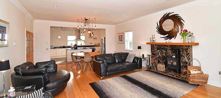 5 bed detached house Midlothian kitchen and lounge